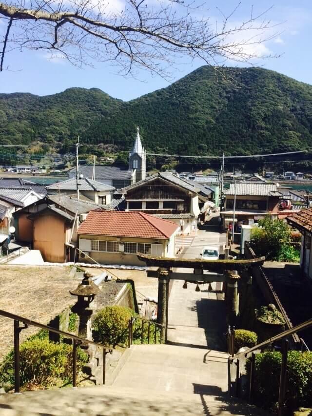 崎津集落を山側から見る